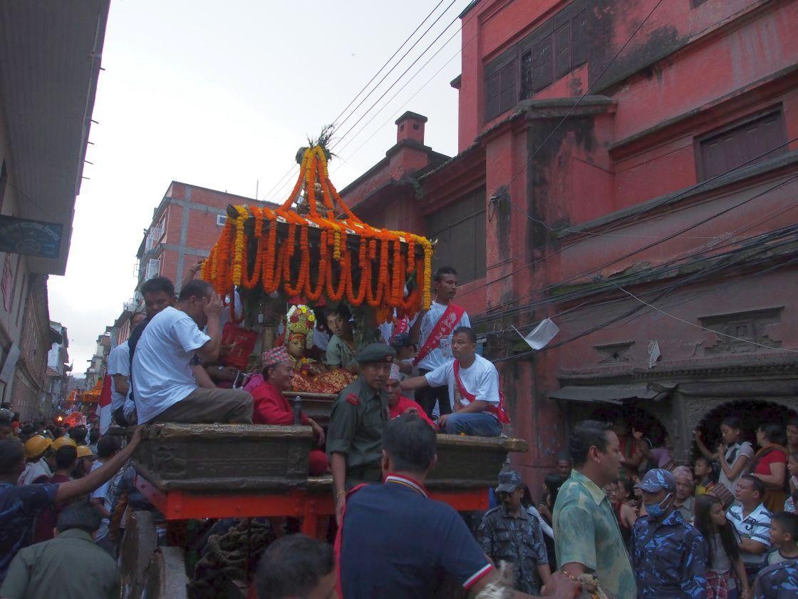 Kumari Devi în car