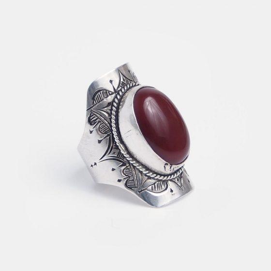 inel amuleta din argint si carneol lucrat de un bijutier tuareg
