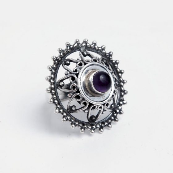 Inel rotund din argint cu ametist, forma de floare