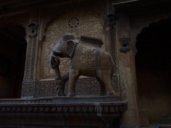 cultura indiana este plina de simboluri religioase mai ales hinduse