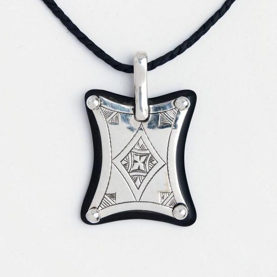 Amuleta tuarega din argint si abanos pentru un cadou special si pretios pentru barbati, de Valentine's day