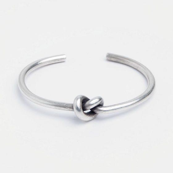 Bratara din argint, simpla si feminina, cu nodul iubirii, pentru un cadou original de Valentine's Day