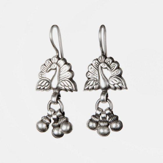Cercei indieni din argint cu simbolul paunului, un cadou perfect pentru femeia sofisticata de Ziua Indragostitilor