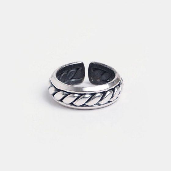 Inel barbatesc din argint, lucrat manual in India, este o idee de cadou pentru barbati special de Valentine's Day