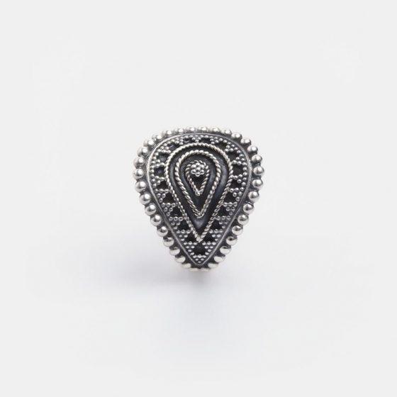 Inel din argint antichizat sub forma yoni, o idee inspirata de cadou pentru ea, de Valentine's Day