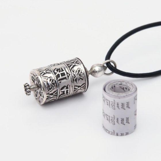 Talisman din argint Roata de rugaciune tibetana, lucrat manual in Nepal, este cadoul potrivit pentru barbati, de Valentine's Day