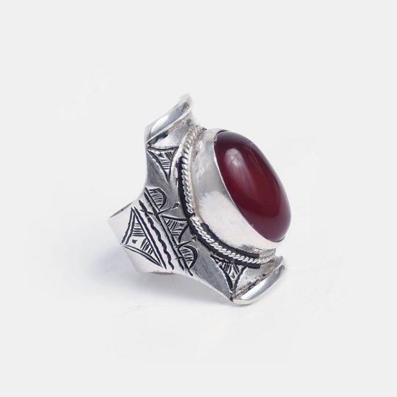 inel amuleta din argint si carneol, piatra asociata cu zodiile berbec si scorpion