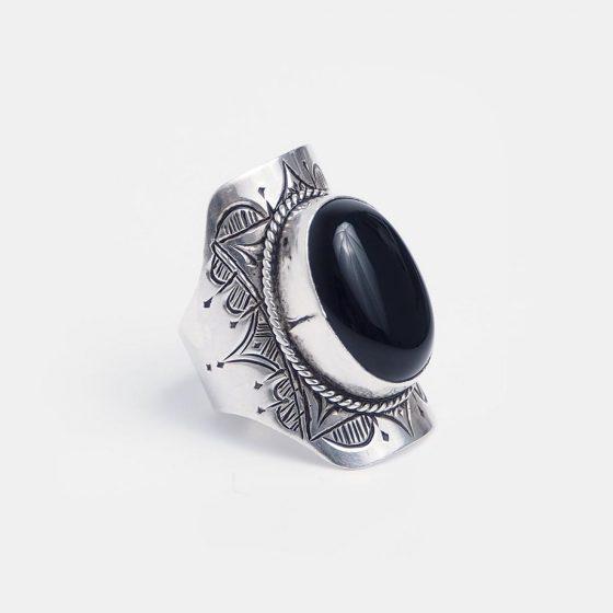 inel amuleta din argint cu onix negru, piatra semipretioasa norocoasa pentru zodia capricorn