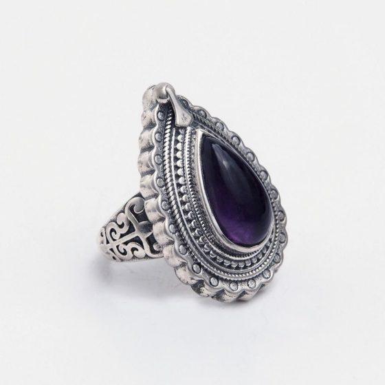 Inel unicat din argint si ametist Metaphora, un cadou superb pentru femeia iubita in martie