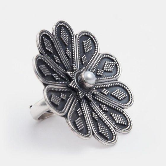 Inel unicat din argint si perla, lucrat in India, un superb cadou pentru iubita de Ziua Femeii