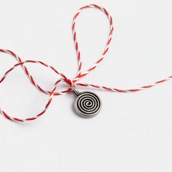 Martisor din argint spirala, lucrat handmade pentru cadouri pentru femei in martie