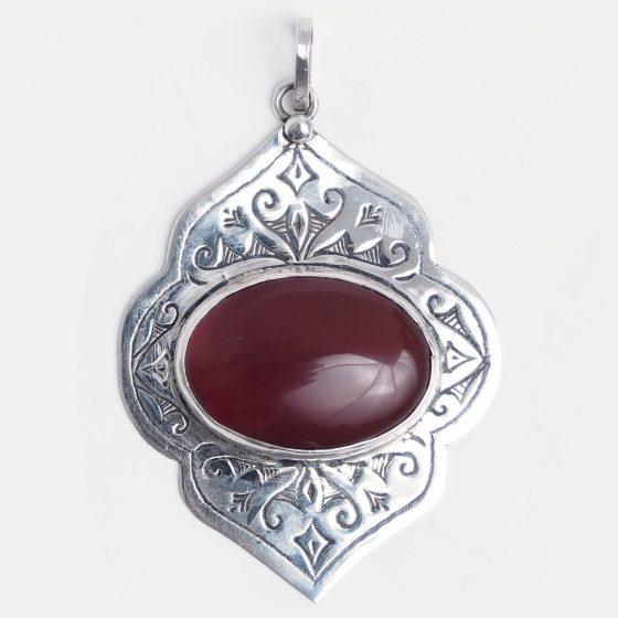 Pandantiv amuletă din argint și carneol, piatra norocoasa a zodiei scorpion