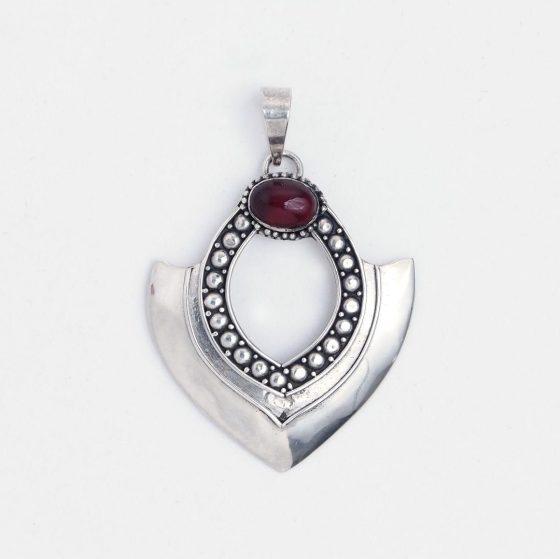 Pandantiv unicat din argint si granata, ideal pentru un cadou de Ziua Femeii in martie