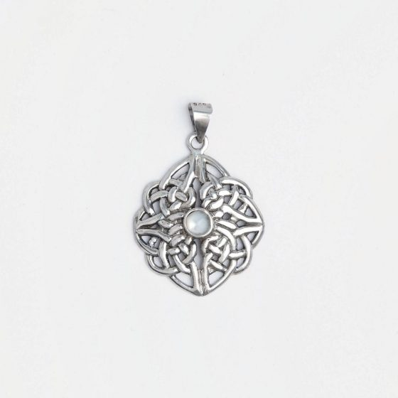 pandantiv din argint si sidef, piatra norocoasa pentru zodia rac