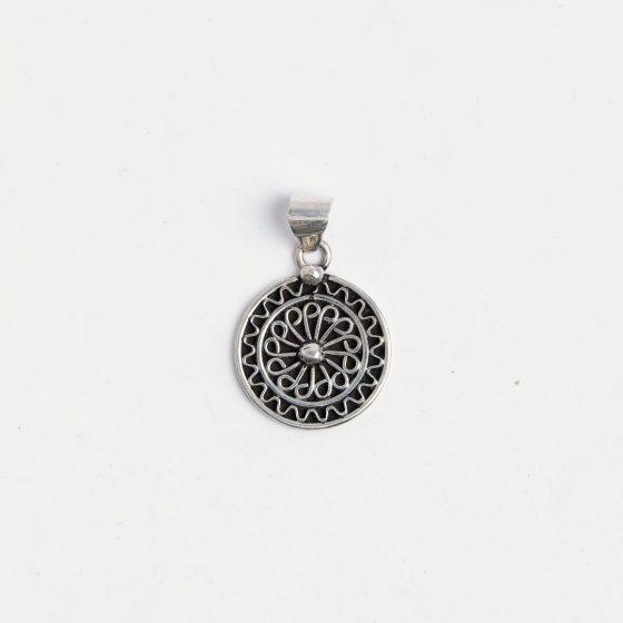 Pandantiv handmade din argint lucrat in Maroc, ideal de oferit ca martisor colegelor sau prietenelor