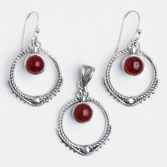 Set cadou de 1 si 8 martie, cercei si pandantiv din argint cu carneol, foarte feminin