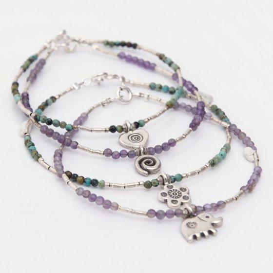 Bratarile charm din argint colorate sunt ideal de oferit cadou prietenei tale cele mai bune