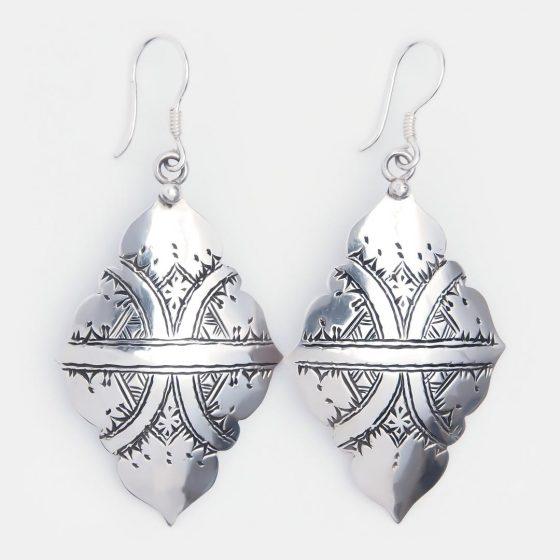 Cerceii amuleta sunt un cadou special pentru prietena cea mai buna si optimista