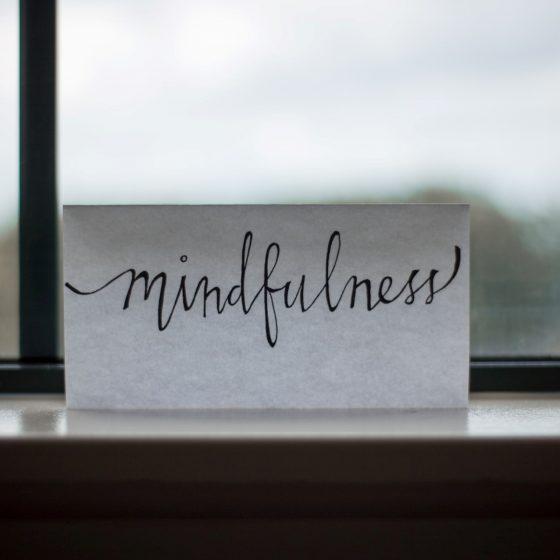 Curs de mindfulness, o idee de cadou cu semnificatie pentru prietena ta buna