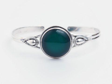 Despre Agat, piatra echilibrului: origine, semnificații și proprietăți ale bijuteriilor cu agat verde