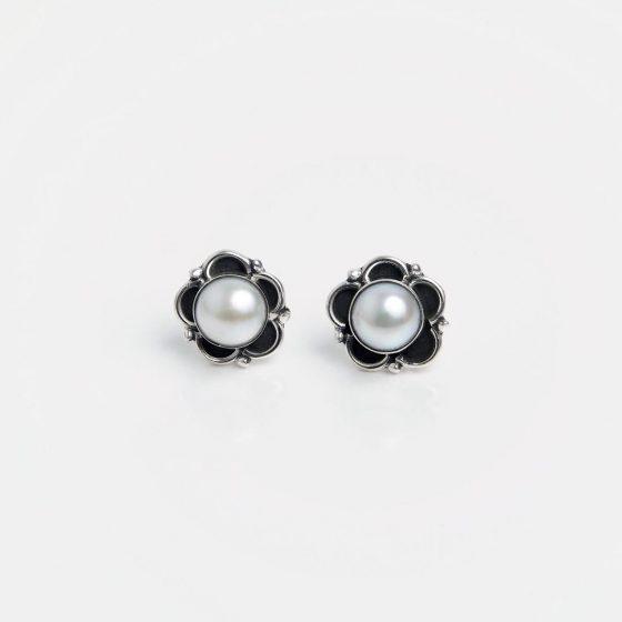 Cercei din argint și perle de cultură, model floare din India.