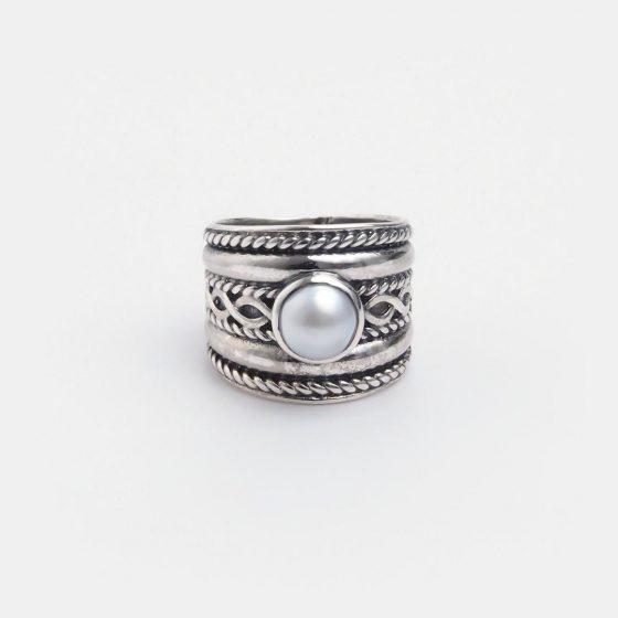Inel statement din argint antichizat si perla indiana, lucrat handmade.