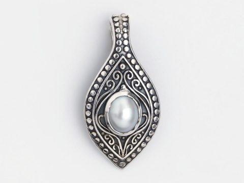 Totul despre perle, pietrele purității: istoric, proprietăți și simbolistica bijuteriilor cu perle