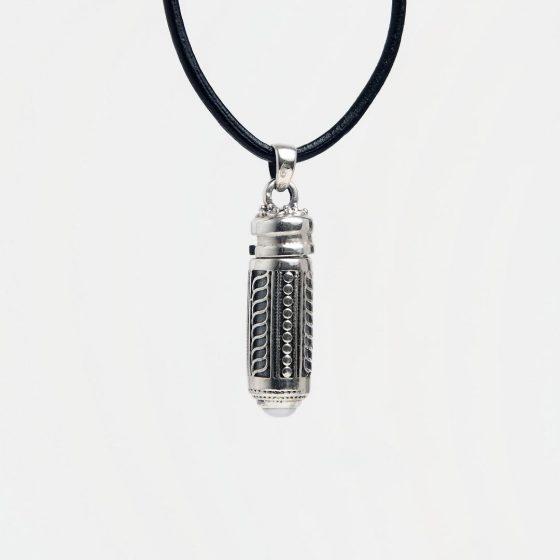 Talisman din argint cu perlă plina de semnificatii si simbolistica