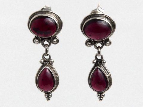 Despre Granat, piatra pasiunii și a speranței: semnificații și proprietăți ale bijuteriilor cu granat roșu