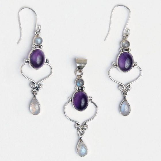 Bijuterii din argint cu piatra lunii, pline de semnificatii si proprietati benefice