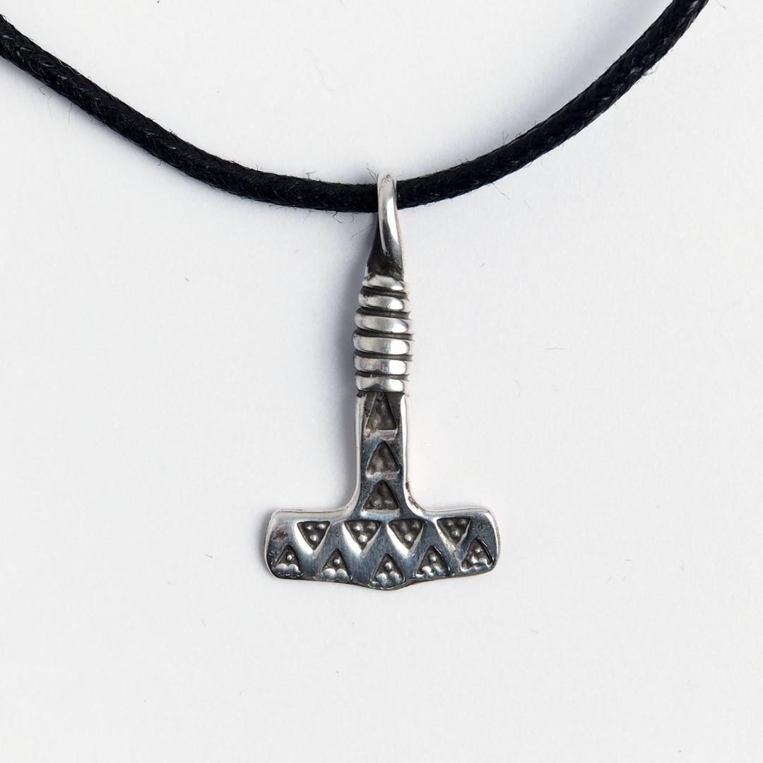 Amuletă Ciocanul lui Thor, mic, argint, șnur negru