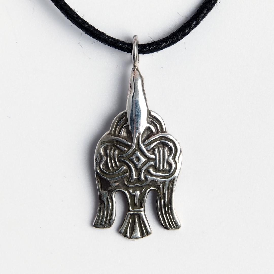Amuletă corb viking, argint, șnur negru