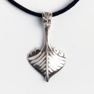 Amuletă dragon navă vikingi, argint, șnur negru