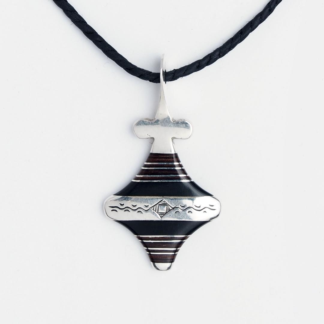 Amuletă tuaregă Hoggar, argint și lemn de abanos, Niger