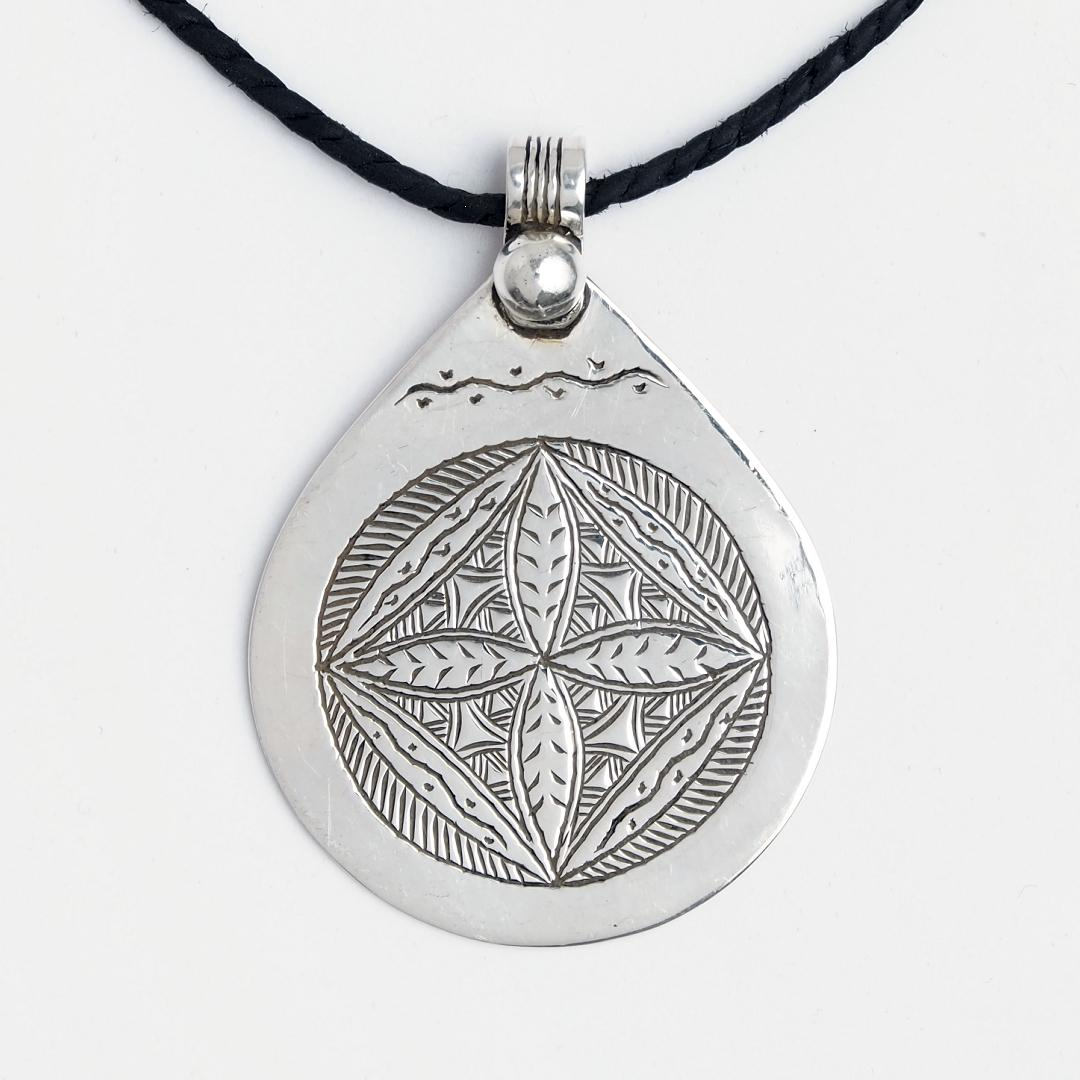 Amuletă tuaregă Suffiane, argint, șnur de piele, Niger