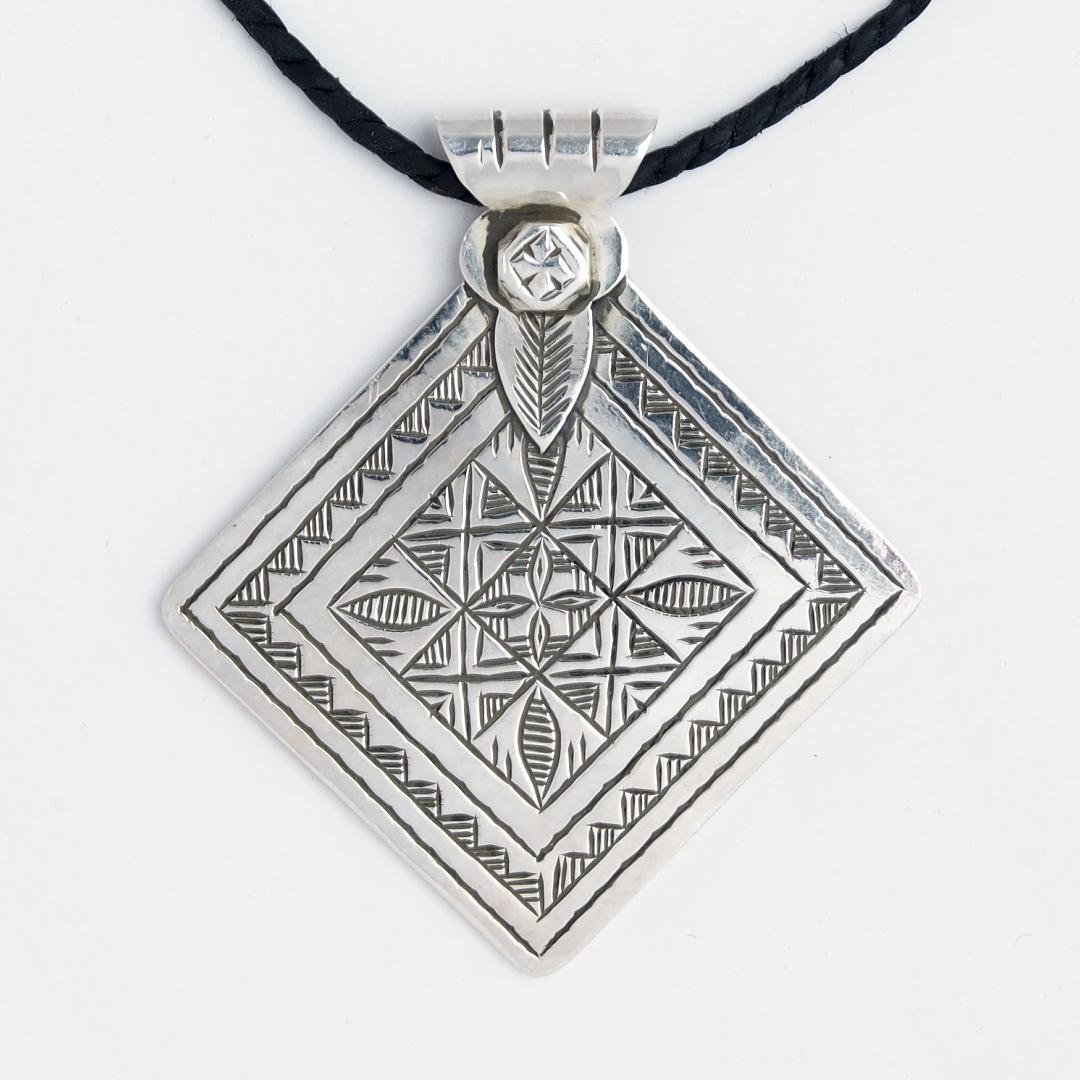 Amuletă tuaregă Takama, argint, șnur de piele, Niger