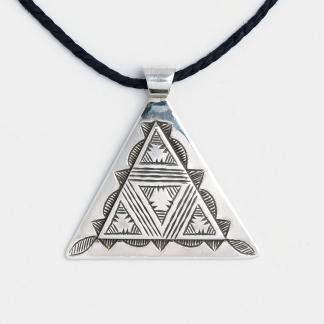 Amuletă tuaregă triunghi Tafsut, argint, șnur de piele, Niger