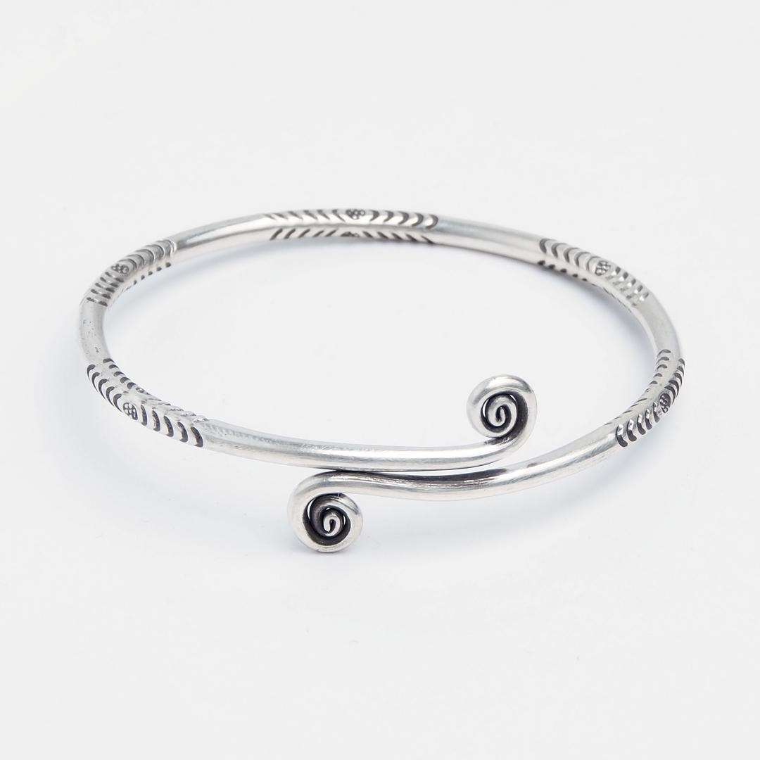 Brățară spirală Theep, argint patinat, Thailanda