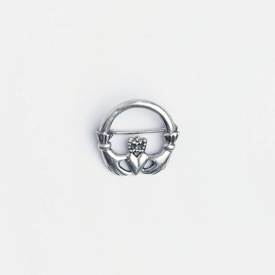 Broșă argint simbol celtic Claddagh
