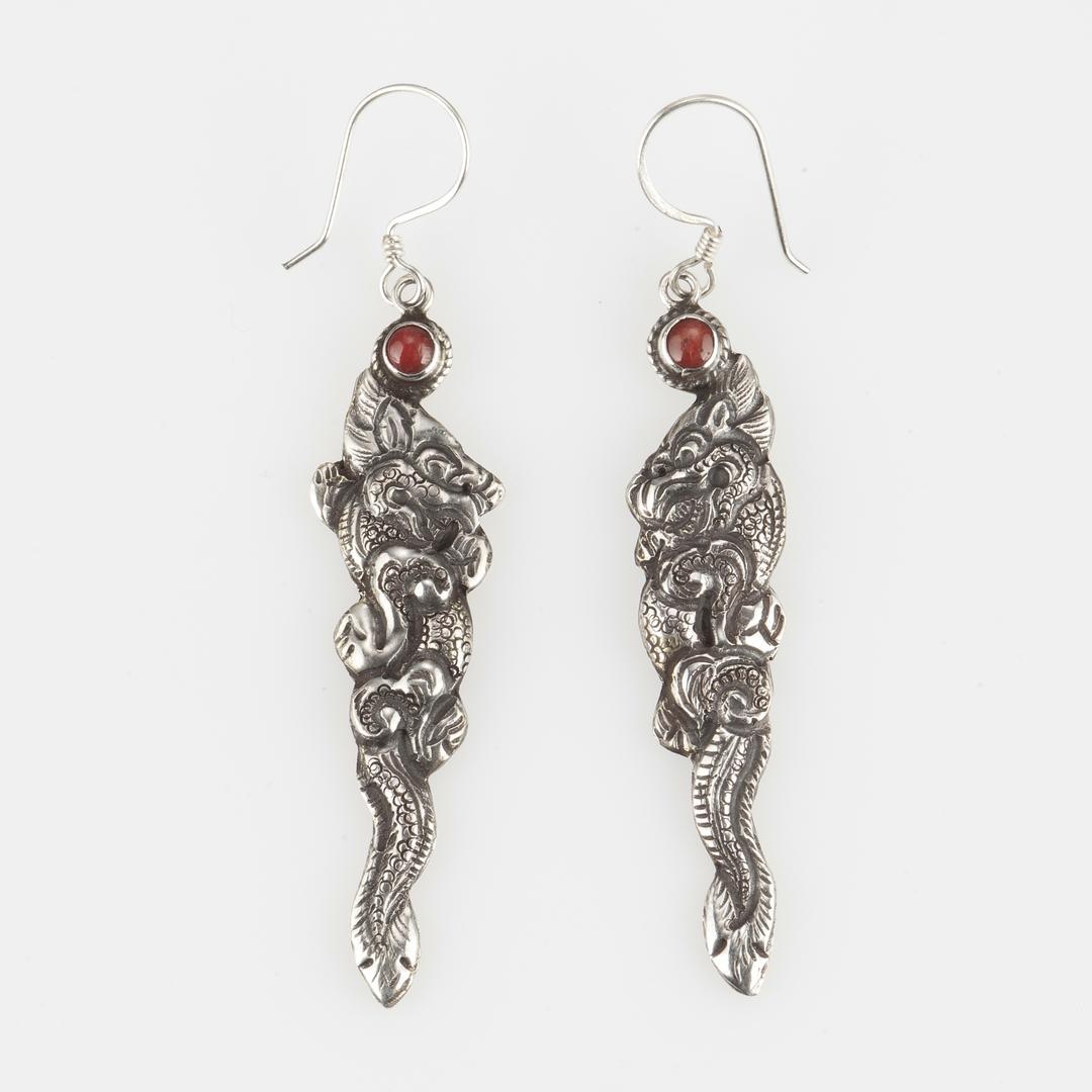 Cercei amuletă dragon mare, argint și coral, Nepal