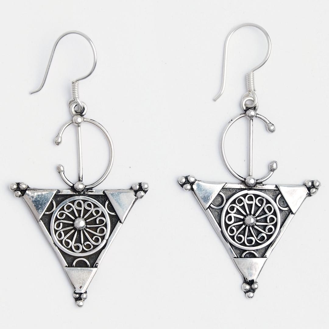 Cercei fibulă triunghi Tiznit, argint și filigran, Maroc