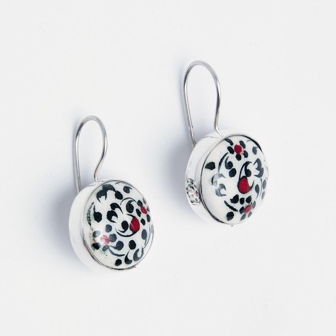 Cercei floricele, argint și ceramică de Iznik, Turcia
