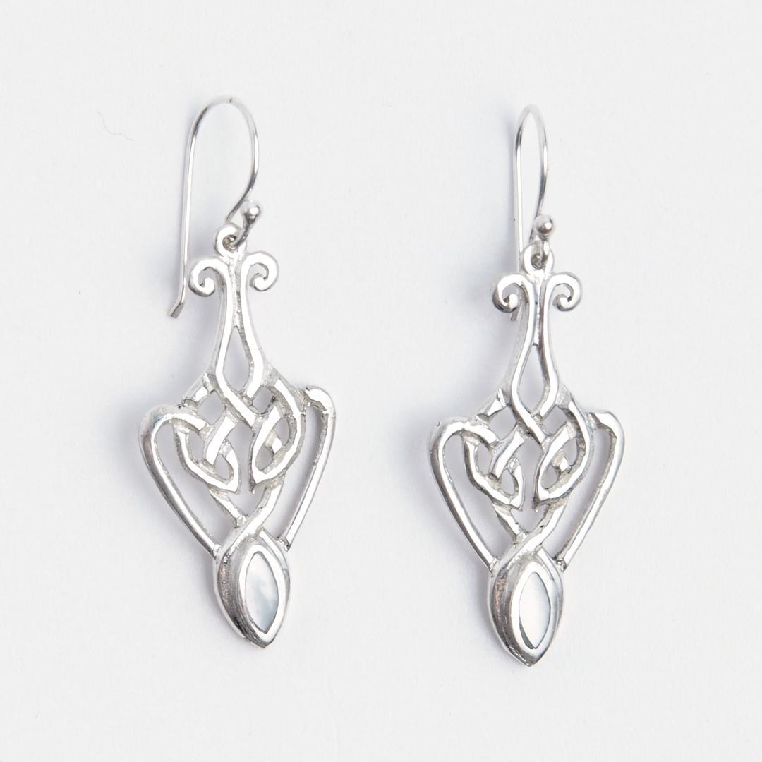 Cercei nod celtic alungit, argint și sidef