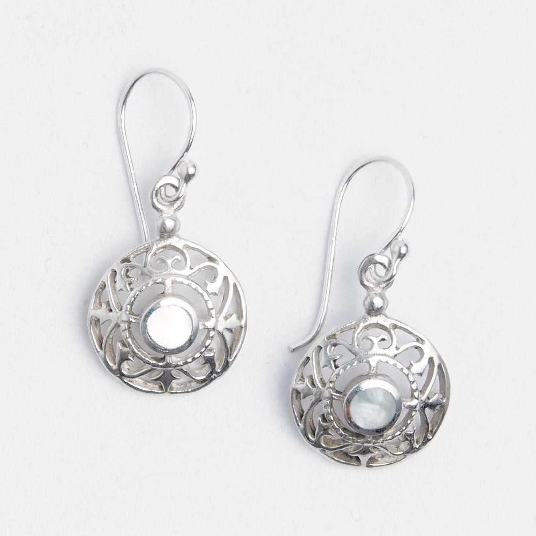 Cercei rotunzi filigran Kara, argint și sidef, India