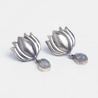 Cercei cu șurub din argint și piatra lunii Padma, India
