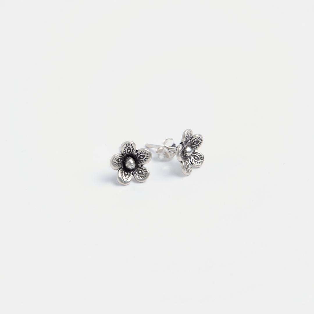 Cercei cu șurub floricică Hom, argint, Thailanda
