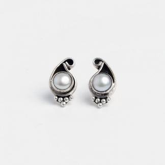 Cercei cu șurub Paisley, argint patinat și perle de cultură, India