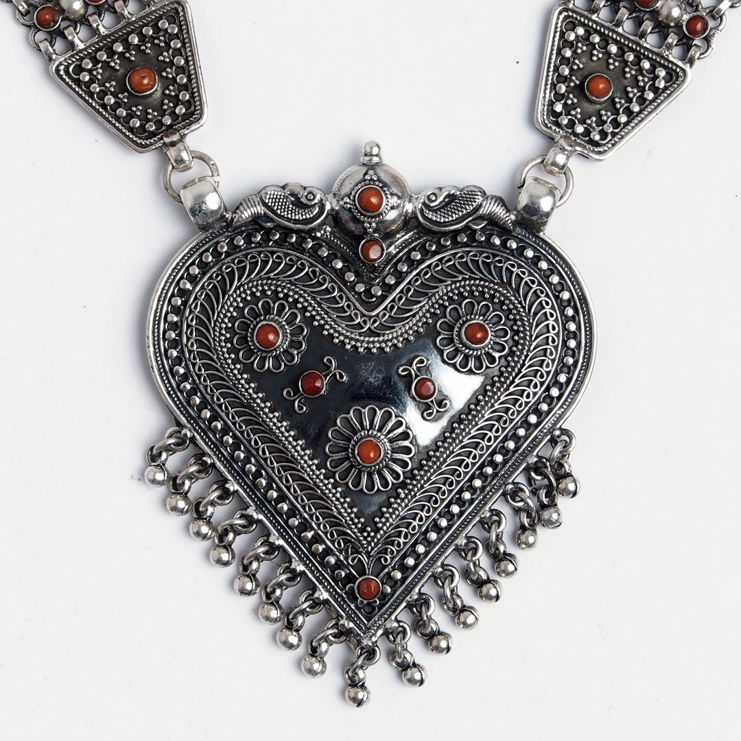 Colier statement Yoni, argint oxidat și coral, India