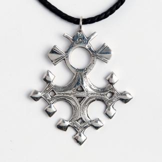 Cruce tuaregă Barchakea, argint, șnur de piele, Niger