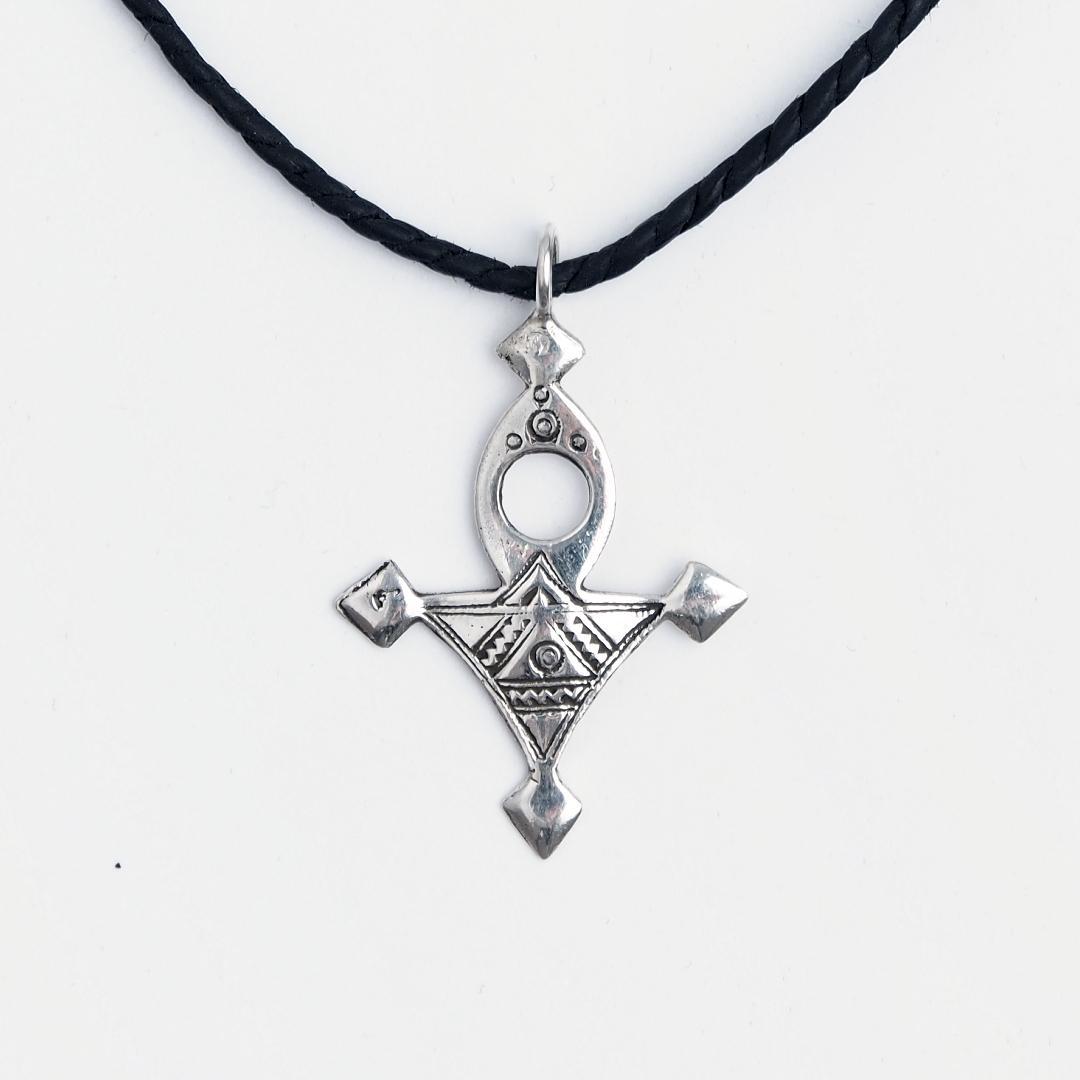 Cruce tuaregă mică Bagazen, argint, șnur de piele, Niger